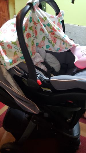 Photo Graco stroller and carseat