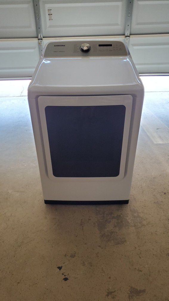 Samsung 7.4 cu. ft Electric Dryer with Steam Sanitize+ DVE50R5400