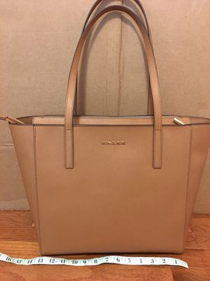 NWT! Michael Kors Rivington Saffiano Leather Large Tech Tote Purse Handbag for Sale in Vienna, VA