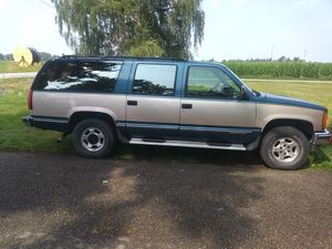 93 gmc suburban 231,641 miles $1600 call or text {contact info removed} hablo espanol for Sale in Sumas, WA