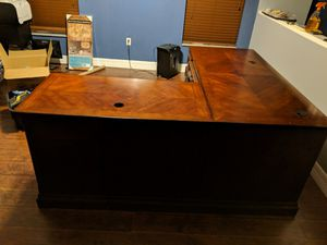 Wooden desk for Sale in Kissimmee, FL