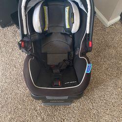 Graco  Infant Car seat  Thumbnail
