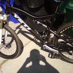 It's a 2012 yeti ASR 5 CARBON Enduro bike Thumbnail