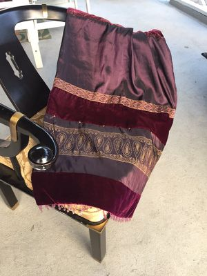 Throws for Sale ! 2 pieces ! for Sale in Hyattsville, MD