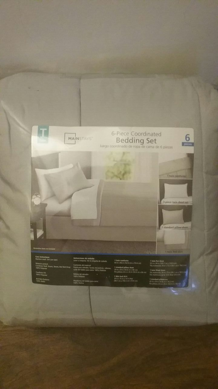 New bedding set twin...Never opened
