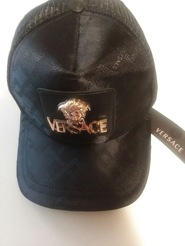 Versace hat snapback for Sale in Willow Street 70ebadd50d0