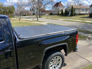 Photo 2014 -2018 GMC Sierra / Chevy Silverado Tonneau Bed Cover 6.5' bed