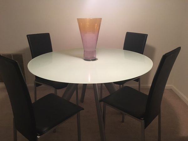 Dining Room Set With Frosted Glass Table 4 Leather Chairs And Vase Atlanta GA