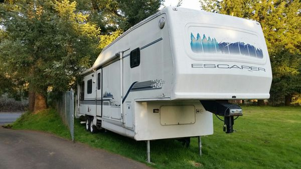 37' Damon Escaper 5th wheel w/2 slides awesome floor plan for Sale in  Tualatin, OR - OfferUp