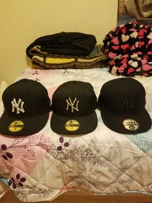 3 Yankee new era fitted hats. 2 size 7, the other one us 6 7\8 for Sale in Bronx, NY