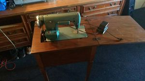 Sewmor sewing machine model 754 for Sale in Las Vegas, NV