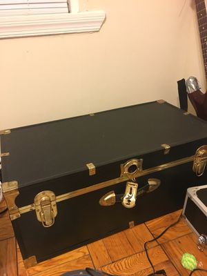 Concourse vintage chest trunk black for Sale in Washington, DC