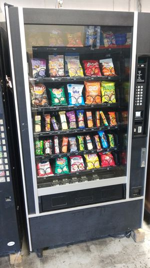 As is blowout sale firm price snack vending machine for Sale in Montgomery Village, MD