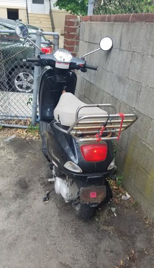2007 Vespa LX50! 🛵 for Sale in Boston, MA