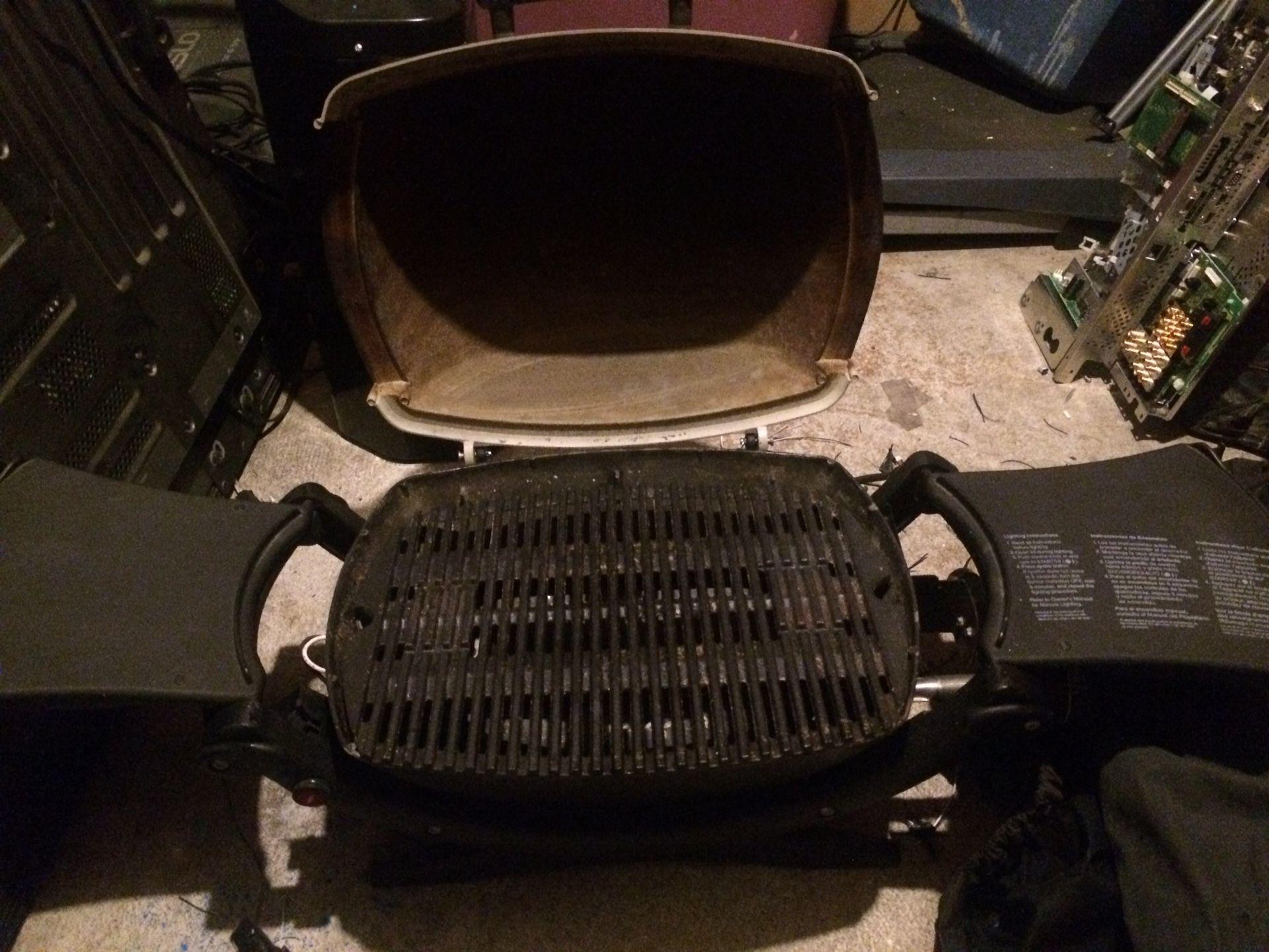 Compact portable barbecue