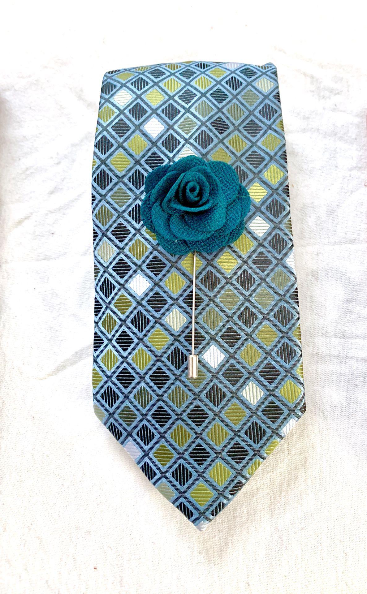 Green and white necktie set.