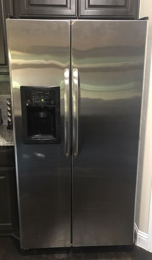 GE Stainless Steel Refrigerator for Sale in Dallas, TX