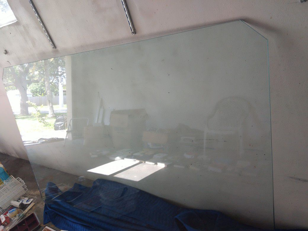 4 by 8 tempered glass pic