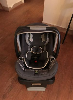 2in 1 rear facing car seat with adjustable base by ingenuity for Sale in Ashland, VA