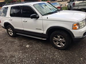 04 Ford Explorer XLT 4wd 3row for Sale in Pittsburgh, PA