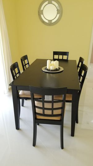 Six chairs and dinning table black for Sale in Fort Lauderdale, FL