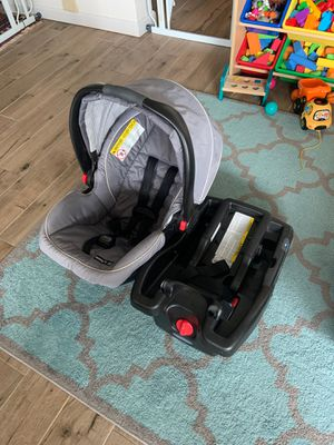 Photo Graco Snugride 35 with car adapter