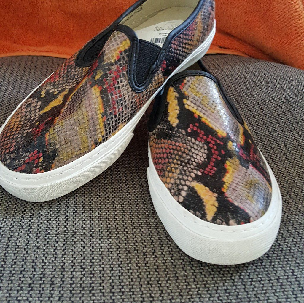 NEW Gap leathet slipon loafers size 6.