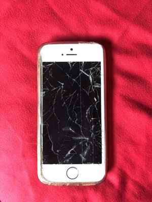 iPhone 5 broken screen works fine unlocked for Sale in Silver Spring, MD
