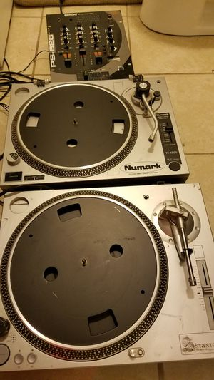 Two turntables and a mixer for Sale in Columbus, OH