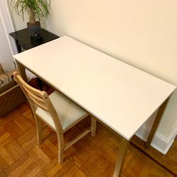 LIKE NEW WORK DESK TABLE Thumbnail