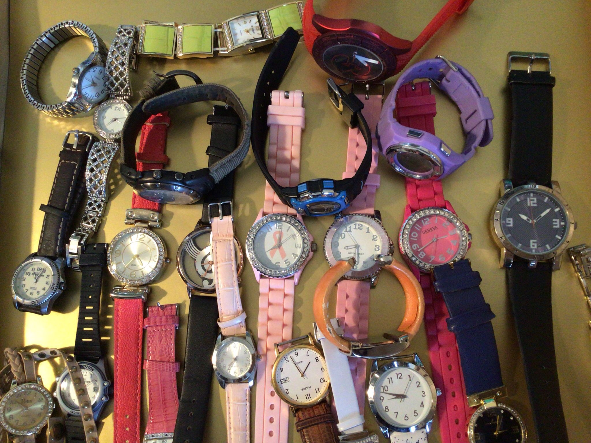 Bundle Lot Of Assorted  Women's And Men's Watches For Crafts