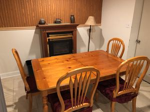 Dining Room Table (Real Wood) **Price is negotiable** for Sale in Fort Washington, MD