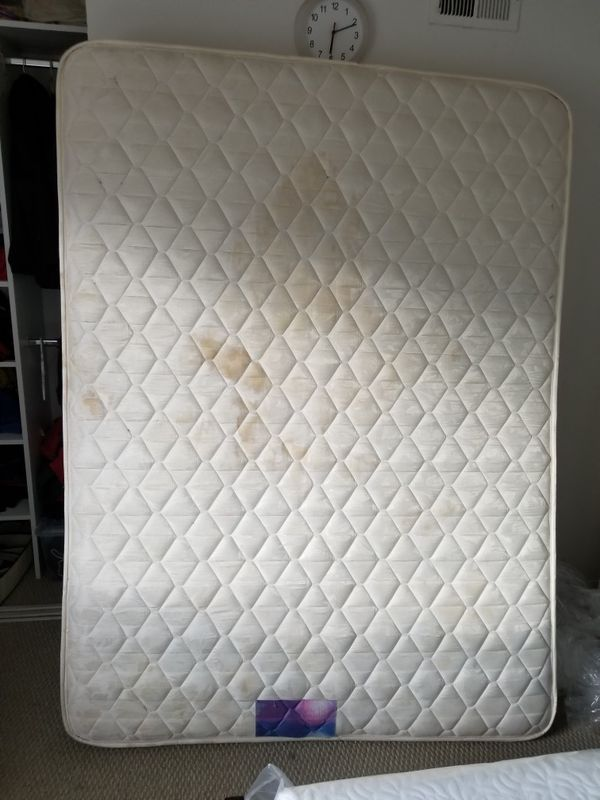 Queen Size Mattress In Very Good Condition Orthopedic Spring