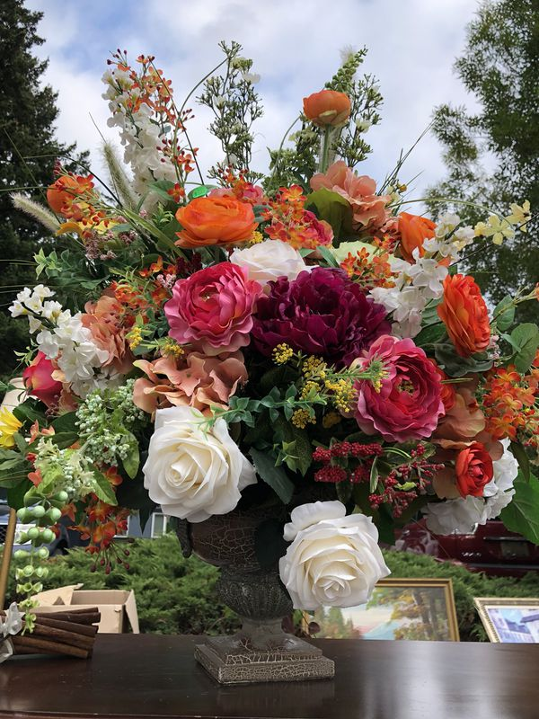 Beautiful flower bouquet for Sale in Federal Way, WA - OfferUp