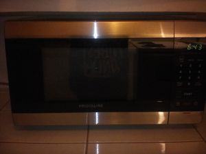 Photo Frigidaire microwave stainless steel and black