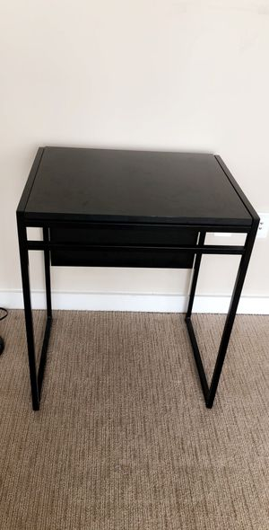 Small desk table for Sale in Washington, DC