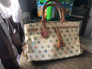 Dooney and bourke purse for Sale in Inwood, WV