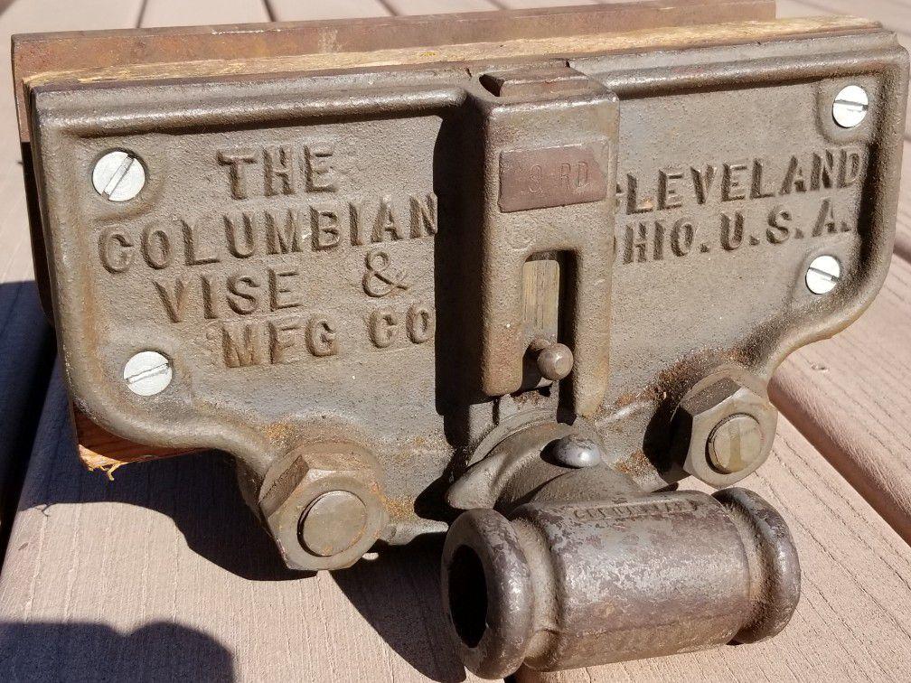 Columbian Vintage 9 RD Woodworking Vise