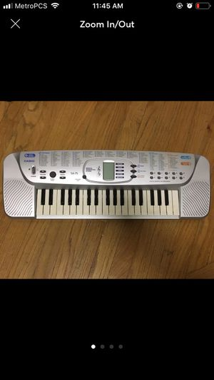 Electric Keyboard (100 tones/30 patterns) for Sale in New York, NY