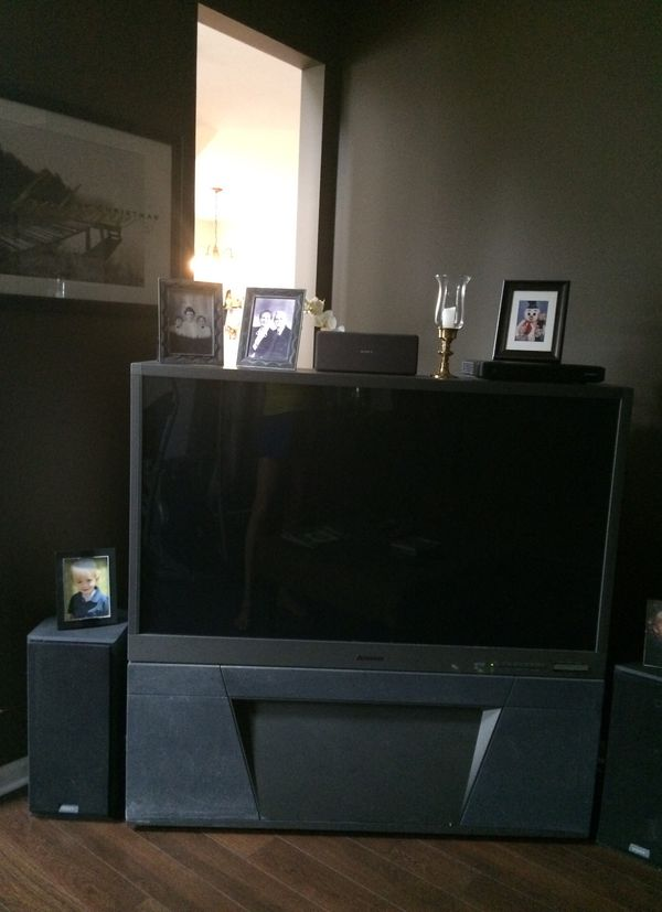 Mitsubishi 55 Inch Hd Flatscreen Rear Projection Tv Works Great