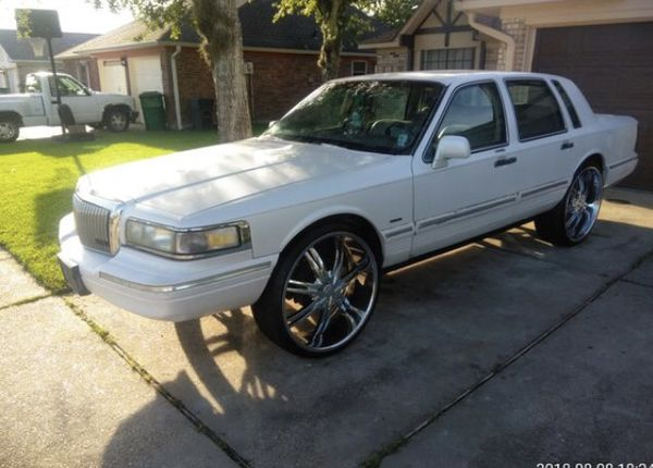 Lincoln Town Car On 26s For Sale In Jefferson La Offerup