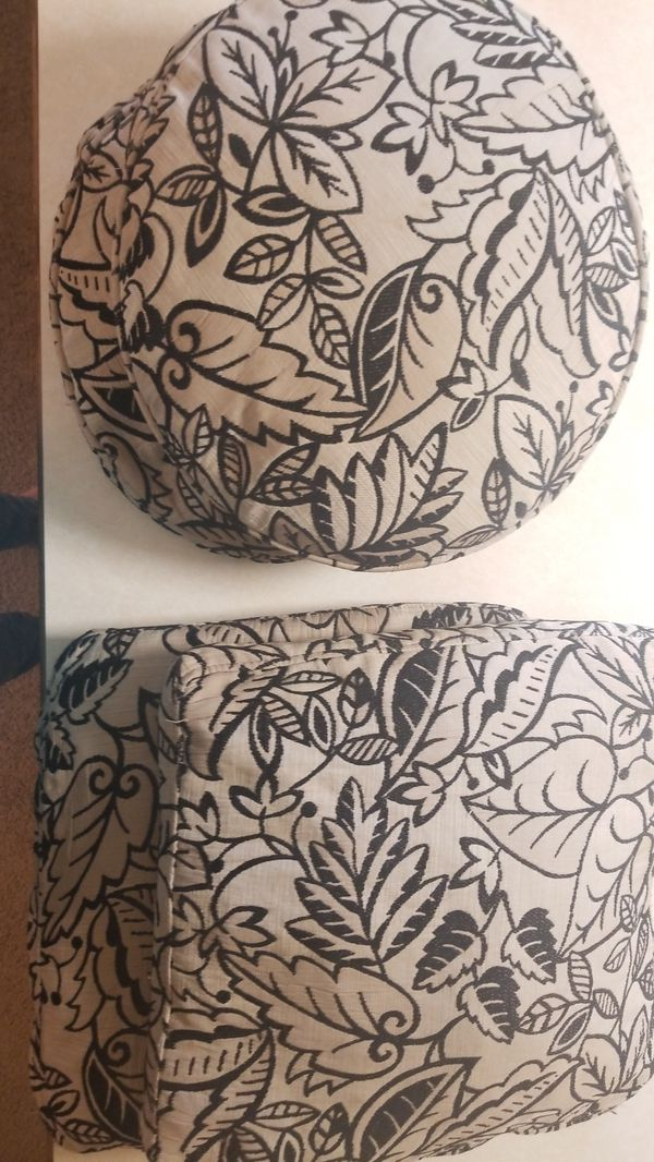 4 Throw Pillows For Sale In Kirkland Wa Offerup