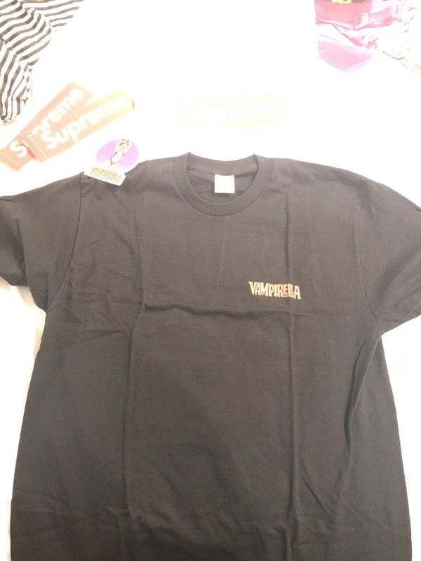 db56a9d8965a Large Black Supreme Vampirella Card tee (ds) for Sale in Pembroke ...