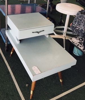 Photo Vintage baby blue end table