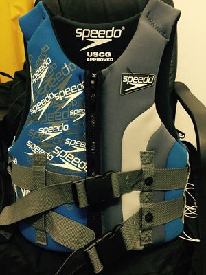 Speedo youth vest/wake boarding vest 50-90 pounds for Sale in Washington, DC