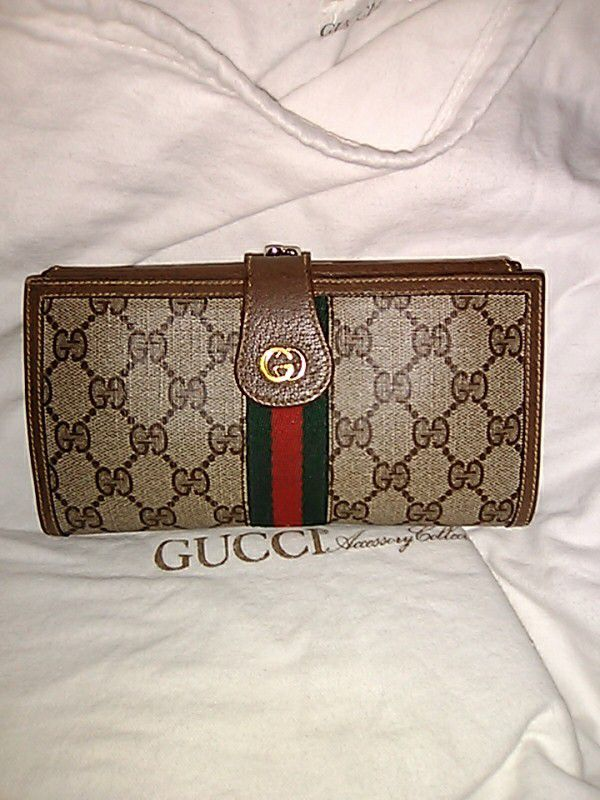 91eab23e505 Vintage gucci checkbook wallet for Sale in Tucson