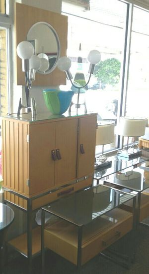 Mueble moderno cristal madera metal for Sale in Hialeah, FL