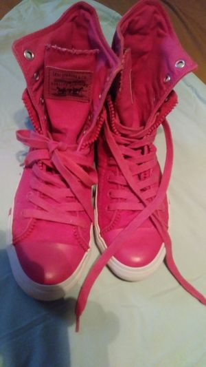 7050ee9aea9a2a Pink Ladies or girl s Levi Converse - size 7.5 for Sale in Orlando
