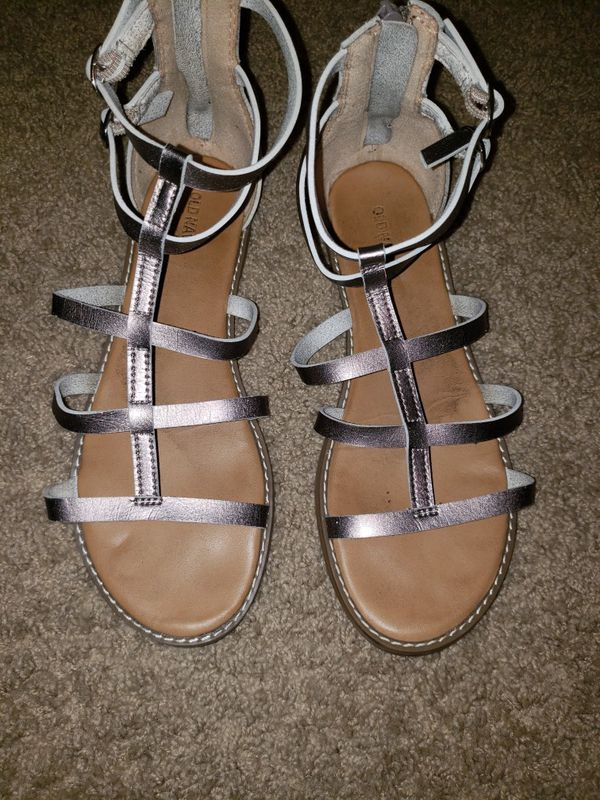 44d2f000f79 Old Navy Gladiator sandals for Sale in Vancouver