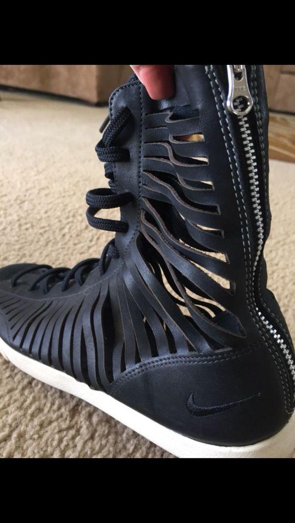 4ec0238bb19a Nike gladiator sandals for Sale in Hesperia